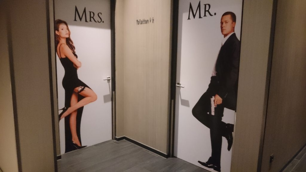 Toilets with on the woman's entrance written Mrs. and a picture of Angelina Jolie and on the men's bedroom Mr. written and a picture of Brad Pitt