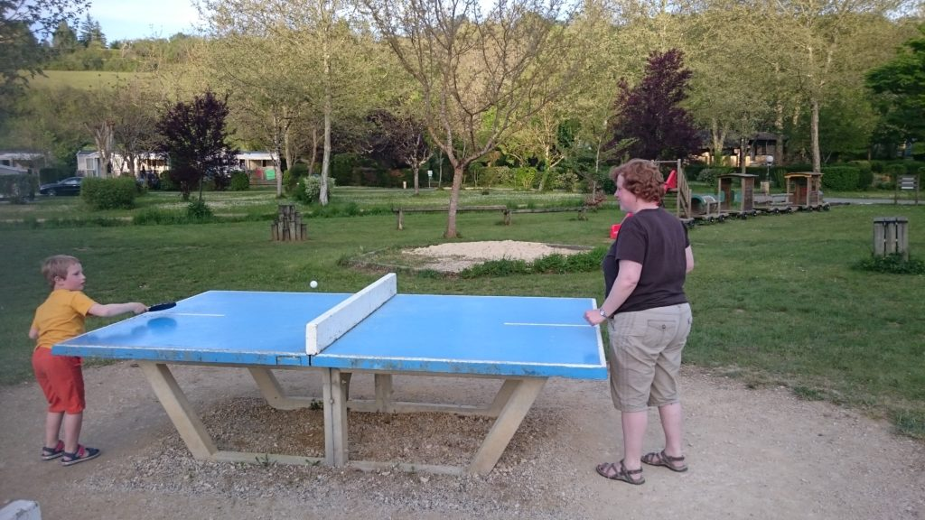 To show one of the activities on campsite Moulin de la Pique, in this case ping pong.