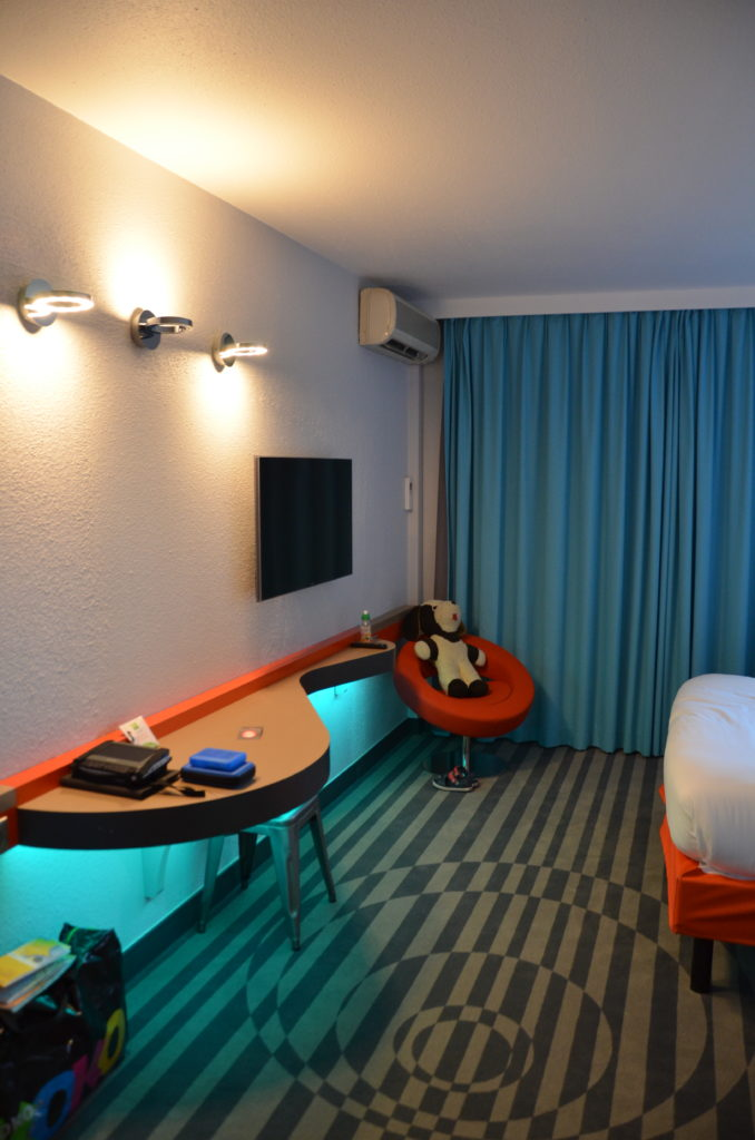 To show our stylish hotel room at the Ibis Style Antony.