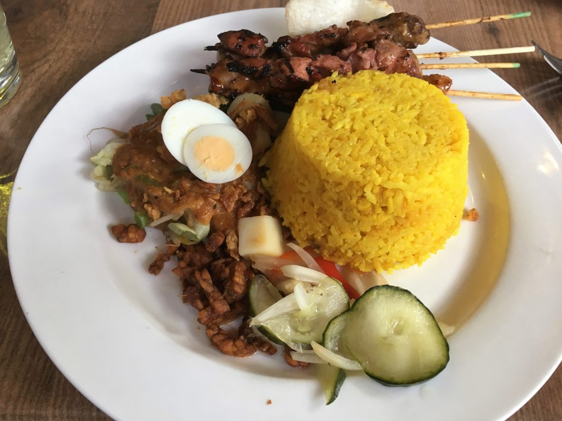 To show one of the dishes with satay from Gember & Sereh, Eat in Tilburg.