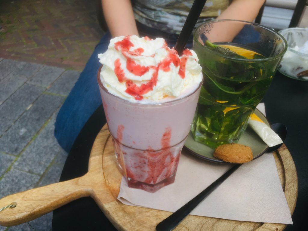 To show the delicious drinks they have at Yoghurt Barn
