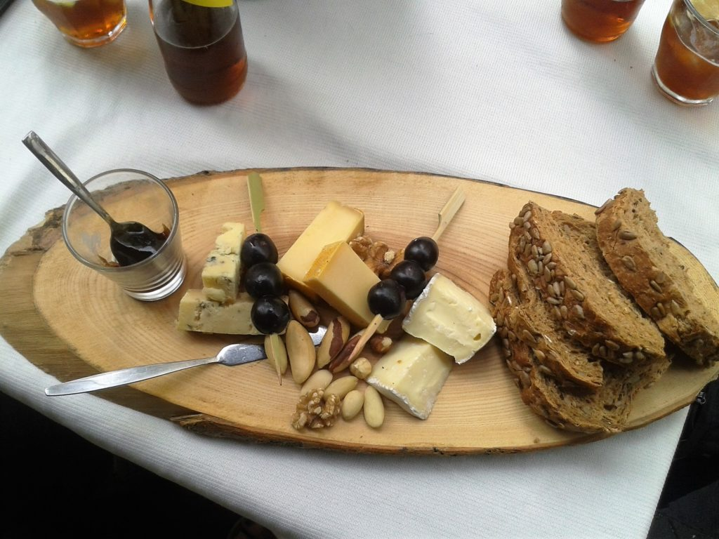 To show the cheese plate we had. Eat in Maastricht