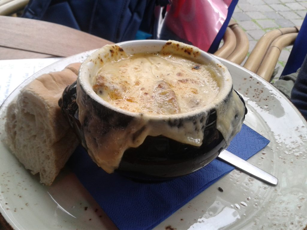 tO SHOW THE FRENCH ONIONSOUP YOU CAN HAVE FOR LUNCH AT jOUR DE fETE