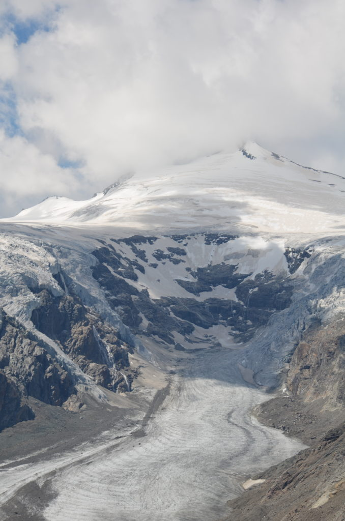 To show the Pasterze glacier