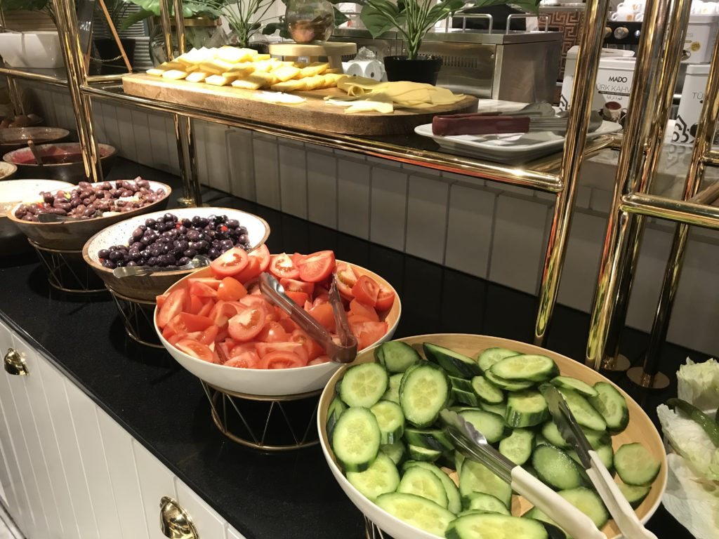 To show more of the buffet at Mado