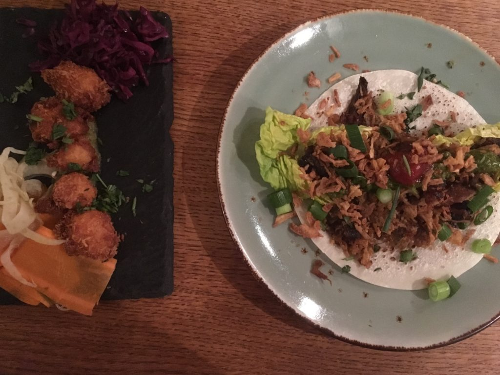 To show two half dishes, that make one main course at Se7en