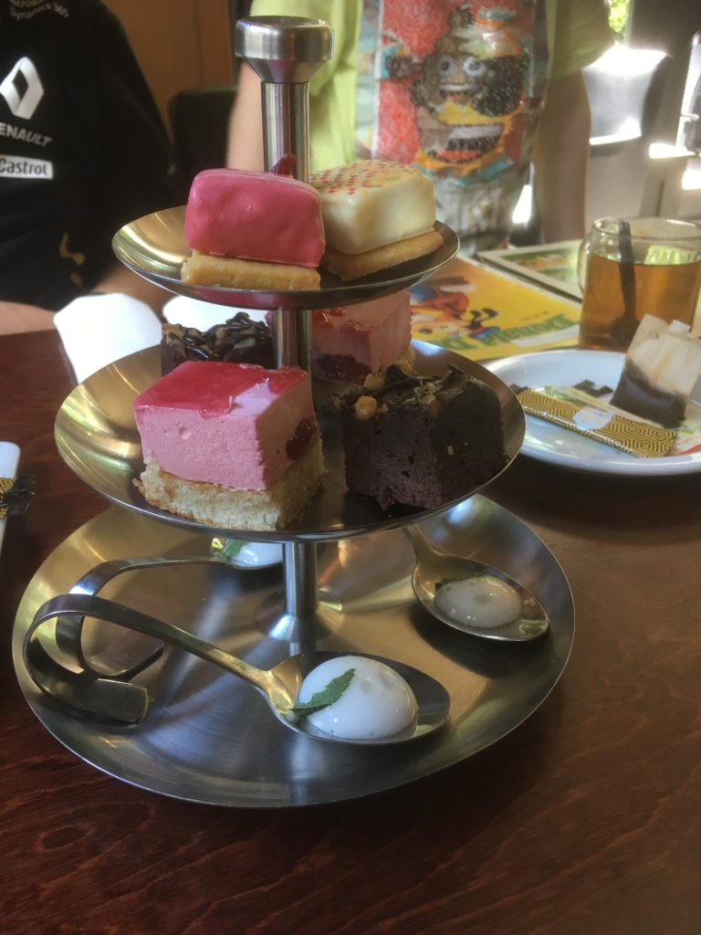 To show the sweets part of the high tea at Het Oude Tolhuys