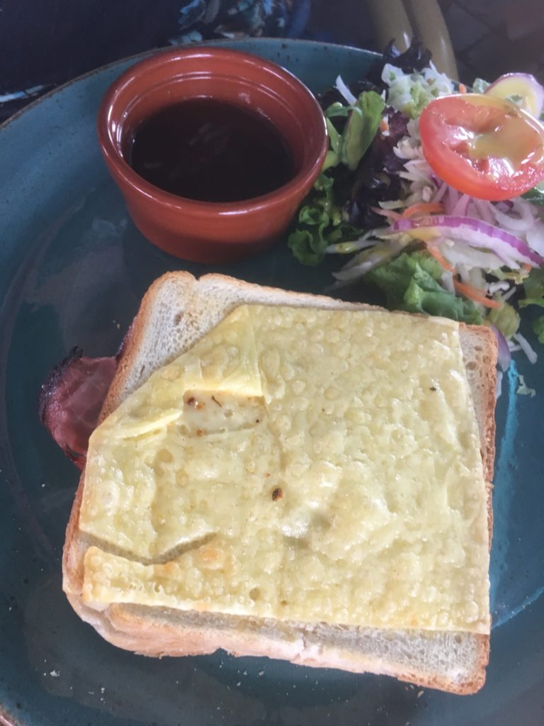 To show the Croque monsieur my friend had for lunch