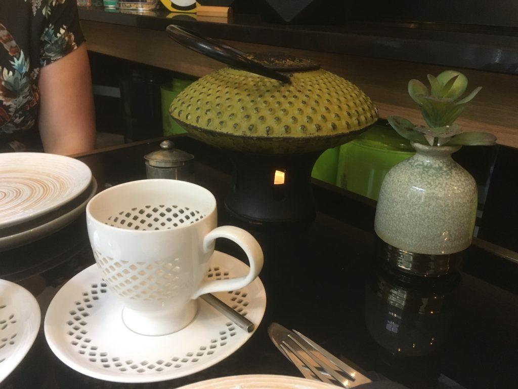 To show the Cast iron tea pots