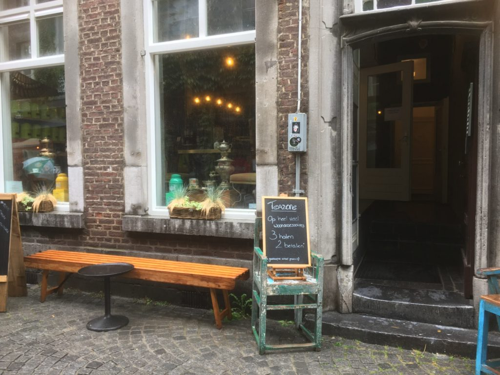 To show the entrance to Teazone. Eat in Maastricht