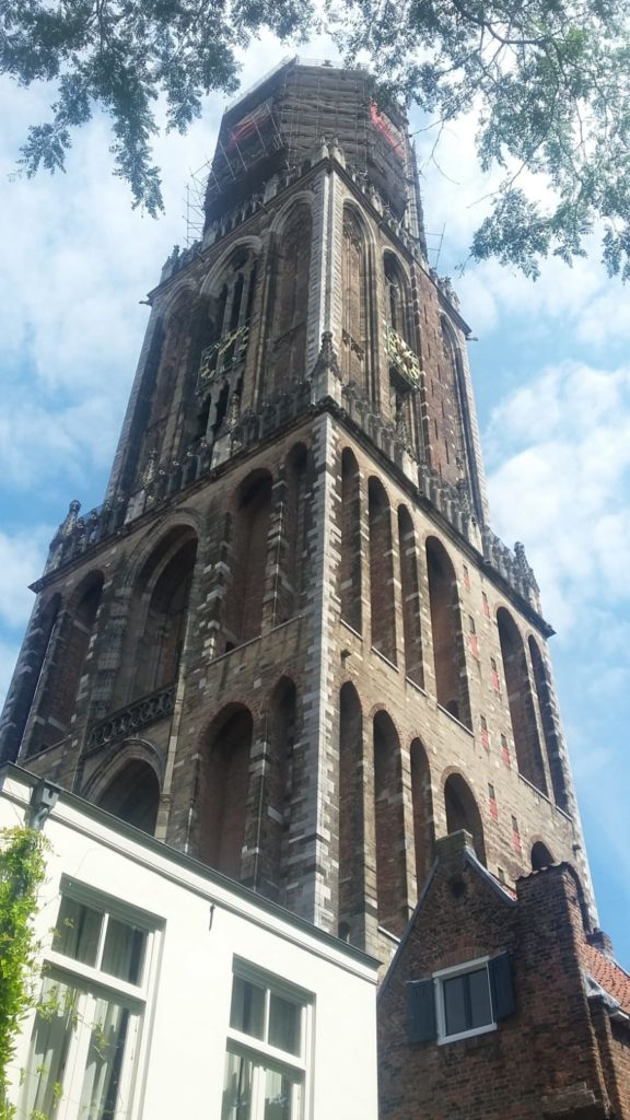 To show an attractiomn from Utrecht. Best cities for shopping