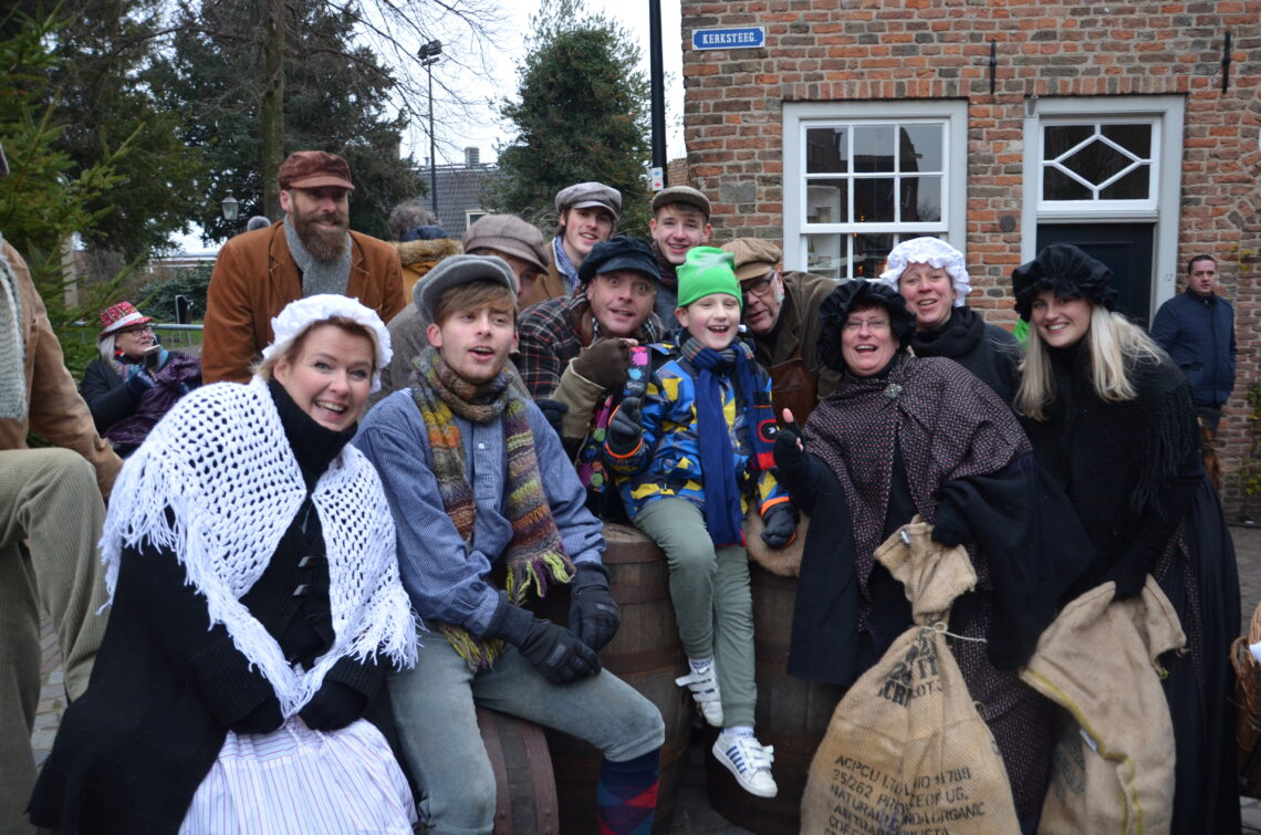 Yuri with some actors on the photo who where having fun at Dickens Festival.