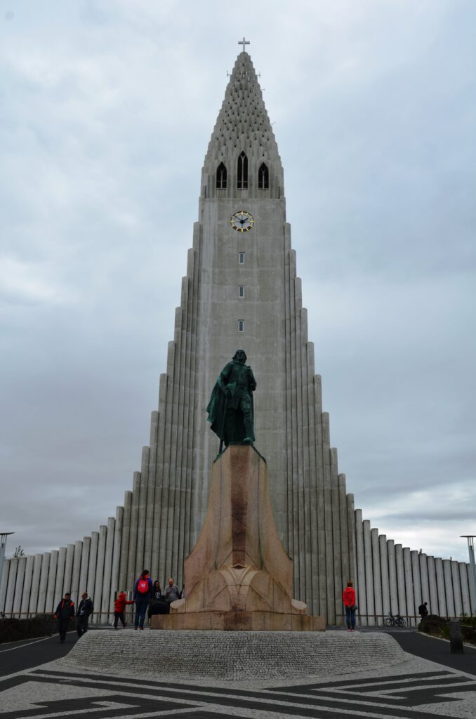 Hallgrimskirkja, The outside of the church with the statue of Leif Erikson in front