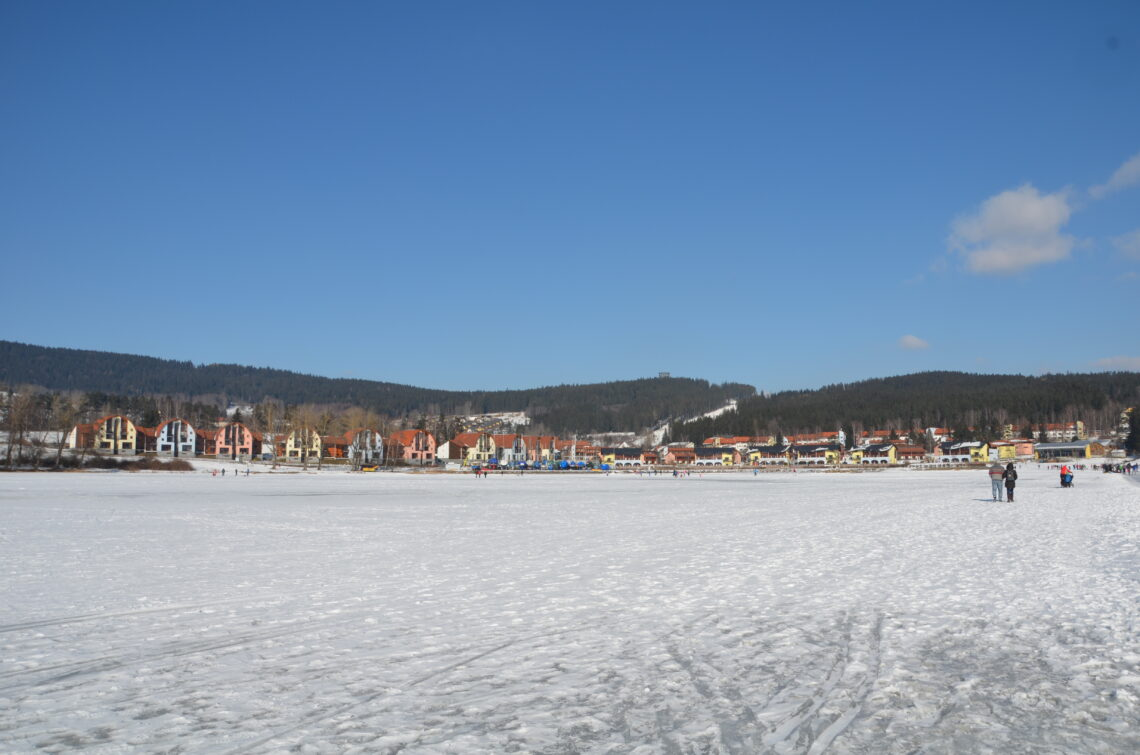 Lipno nad Vltavou, the Landal park and the frozen lake