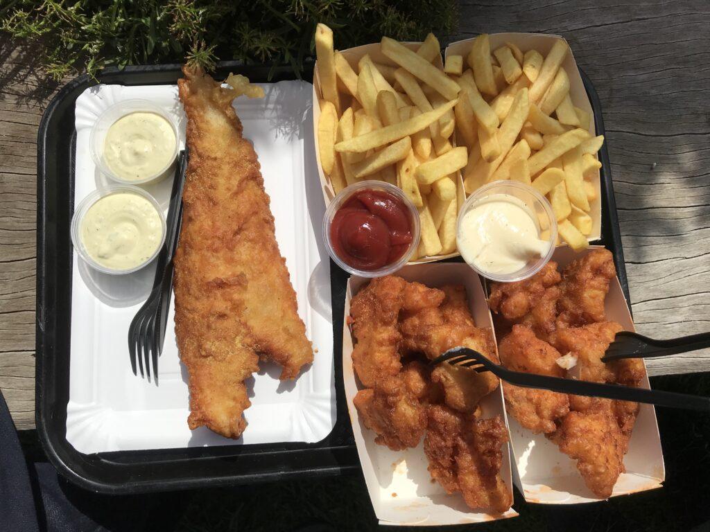 Kibbeling, fries and a lekkerbekje