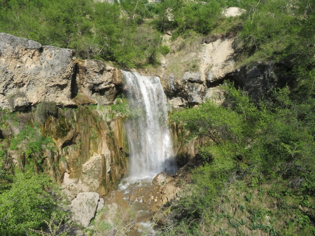 Arslanbob Fall, a fall that drops down from the rocks on the rocks, with green around