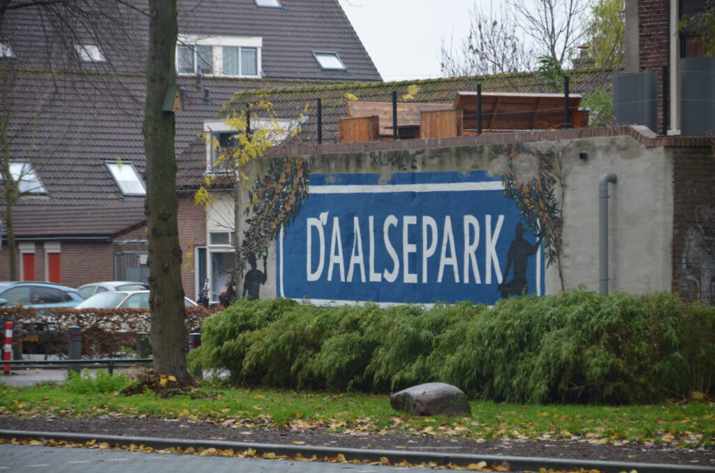 Daalsepark image, painted on a wall in blue with white letters