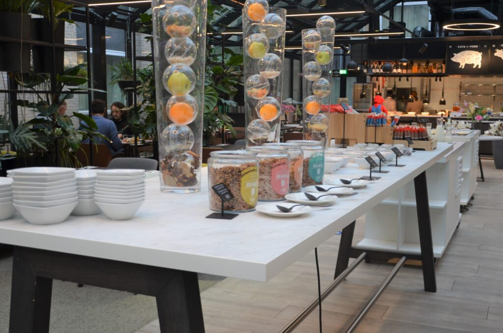 Cereal table in pots