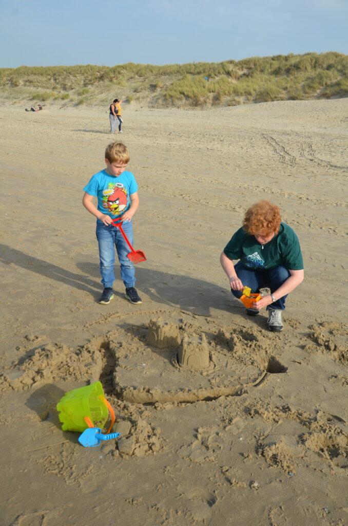 Sandcastle, Cosette and Yuri are building a sandcastle