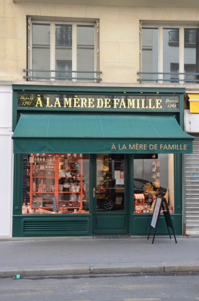 A la Mere de Famille from the front