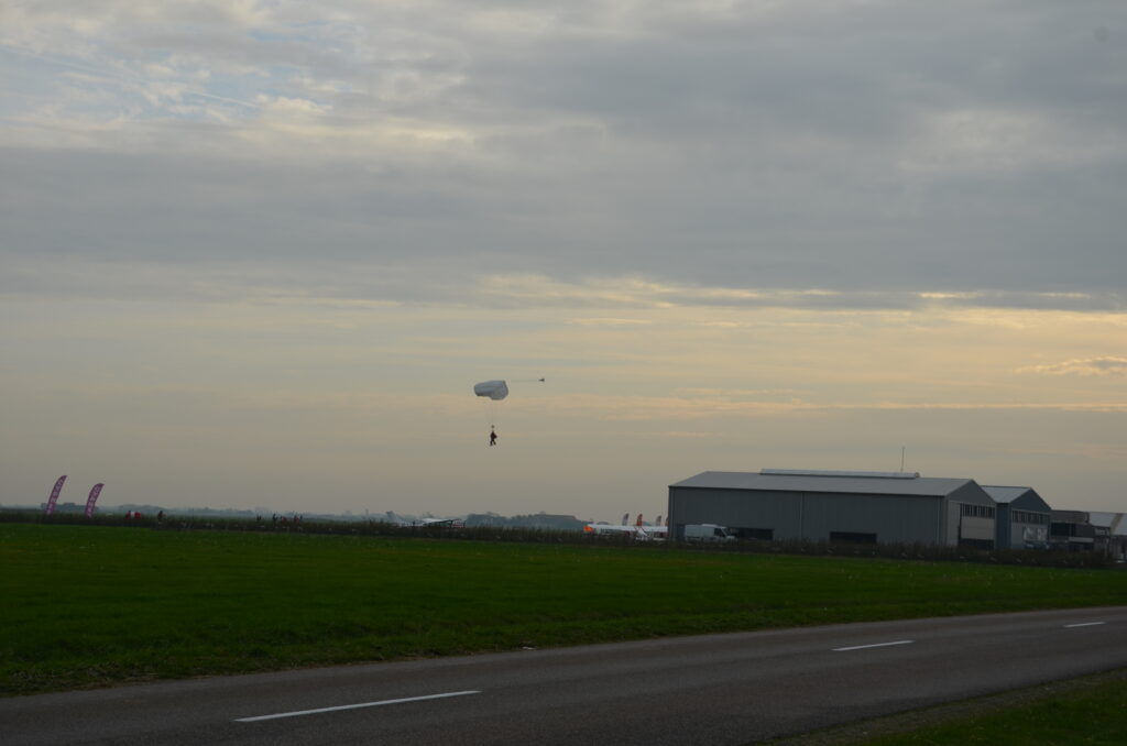 Skydivers watching them while cycling on Texel