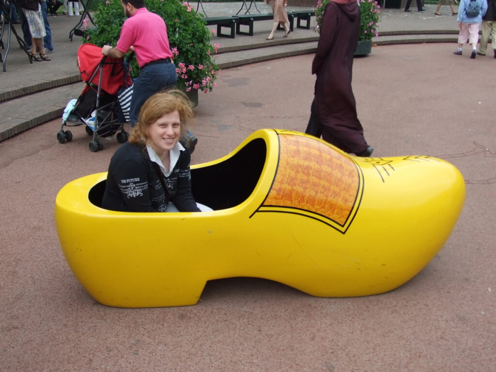 Cosette in a large wooden shoe