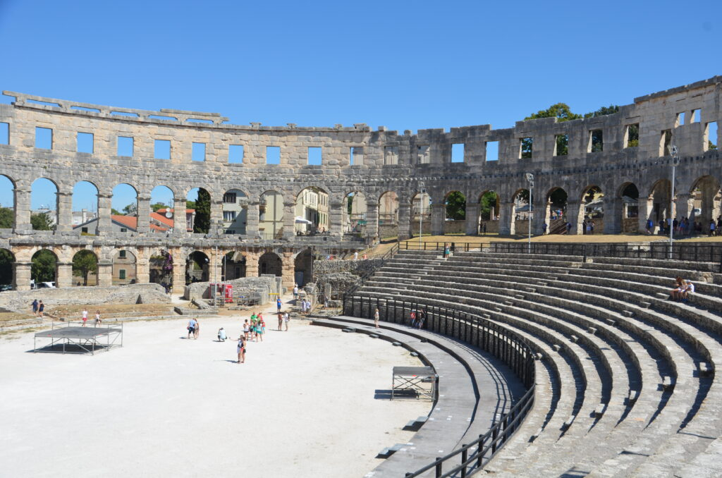 Pula theater, from the inside, part of the benches and the wall